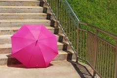 Paraguas rosado del color Imagen de archivo libre de regalías