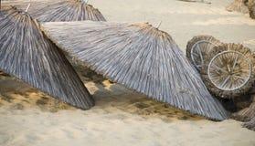 Paraguas vaciados Imagenes de archivo