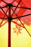 Paraguas y sombra Imagen de archivo libre de regalías