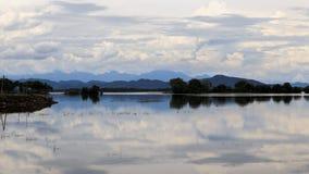 Parakrama Samudra - lago em Polonnaruwa - Sri Lanka imagens de stock