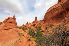 Paralela łuk przy łuku parkiem narodowym w Utah, usa fotografia royalty free