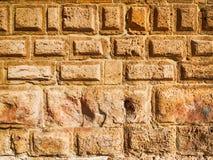 Paralelepípedos en la pared de piedra Fotos de archivo