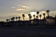 Paralia Katerinis冬时有腓尼基亚洲的海边旅馆 库存照片