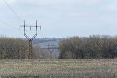 Parallele Reihen des Energieturms Stockbilder