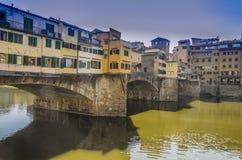 Paralleler Blick von ponte vecchio am Nachmittag Lizenzfreies Stockfoto