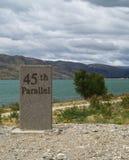 45. paralleles milepost Lizenzfreie Stockfotos
