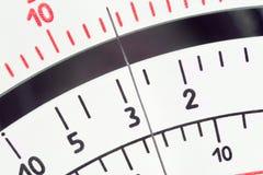 Parallell skala för måtthjälpmedelmultimeter med pekaren royaltyfria bilder