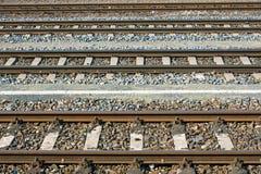 Parallelle spoorwegsporen stock foto's