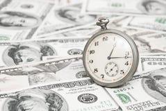 parallellla affärsidédollar överhopar tid för timmepengarpapper Arkivfoto