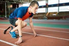 Paralympic-Läufer auf Anfang lizenzfreie stockfotografie