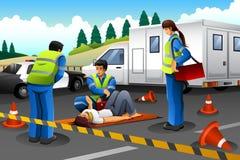 Paramédico Giving Help a uma menina ferida Imagens de Stock