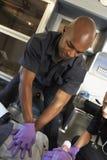 Paramédico que executa o CPR no paciente Fotografia de Stock Royalty Free