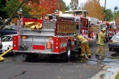 Paramédico do departamento dos bombeiros Fotografia de Stock
