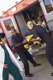 paramedic patient preparing to unload Στοκ φωτογραφία με δικαίωμα ελεύθερης χρήσης