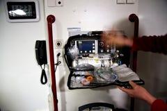 Paramedico con rianimazione scaduta dell'aria Fotografia Stock Libera da Diritti