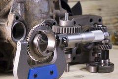 Parametri di misura degli ingranaggi, dettagli dal micrometro meccanico fotografia stock
