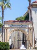 Paramount Pictures encanta y firma imagenes de archivo