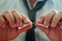 Parando o fumo Imagem de Stock
