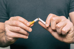 Parando o fumo Fotografia de Stock