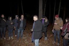 Paranormale Gesellschaft Brooklyns während der Untersuchung Lizenzfreie Stockbilder