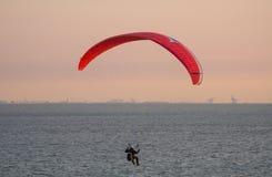 Parapending på stranden av Zoutelande Royaltyfri Fotografi