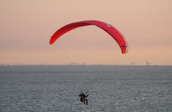 Parapending sur la plage de Zoutelande Photographie stock libre de droits