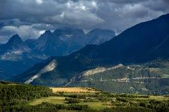 Parapendio sopra il san Vincent Les Forts Alpi, Francia Fotografia Stock Libera da Diritti