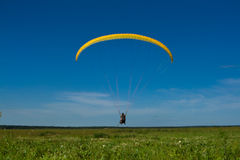 Parapente. Yellow parapente and blue sky Royalty Free Stock Images