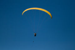 Parapente. Yellow parapente and blue sky Royalty Free Stock Photography