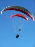 Parapente de dois paragliders Fotografia de Stock