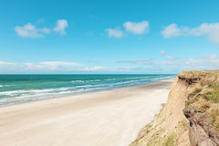 Parapente na praia abandonada Fotografia de Stock Royalty Free