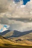 Parapentiste dans le ciel de l'Italie Photo stock