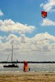 Parapentistes sur la baie du port Philip Photo stock