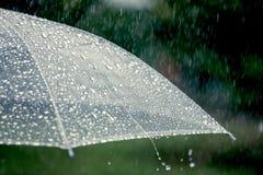 Paraplu in de regen royalty-vrije stock afbeelding