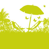 Paraplu en ligstoelen op Palm Beach royalty-vrije illustratie