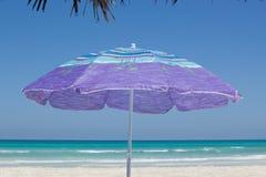 Paraplu op het strand Royalty-vrije Stock Fotografie