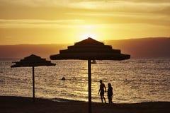 Paraplu's bij zonsondergang royalty-vrije stock afbeeldingen