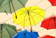 Paraplu's in de lucht stock fotografie