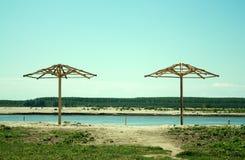 Paraplu's op een strand Stock Foto