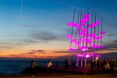 Paraplu's van Thessaloniki, Griekenland Het beeldhouwwerk was verlicht Stock Afbeelding