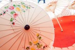 Paraplu van document/stof wordt gemaakt die. Arts. Stock Afbeelding