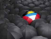 Parapluie avec le drapeau de l'Antigua et du Barbuda Images stock