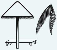 Parapluie de palmette et de plage Image stock