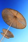 Parapluie de plage de rotin Photo stock