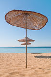 Parapluie de plage en bois Image libre de droits