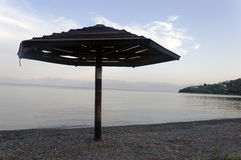 Parapluie de plage en bois Photos libres de droits
