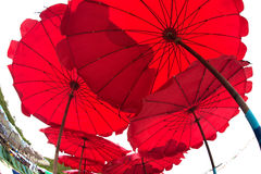 Parapluie de plage rouge Images stock