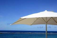 Parapluie de vacances Photo stock