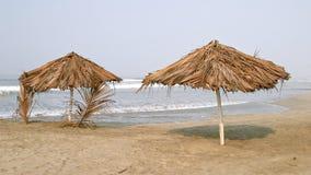 Parapluie et palapa sur la plage Image libre de droits