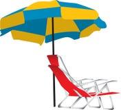 Parapluie et présidence de plage Photographie stock libre de droits